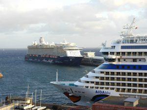 Mein Schiff 3 und AIDAblu im Hafen